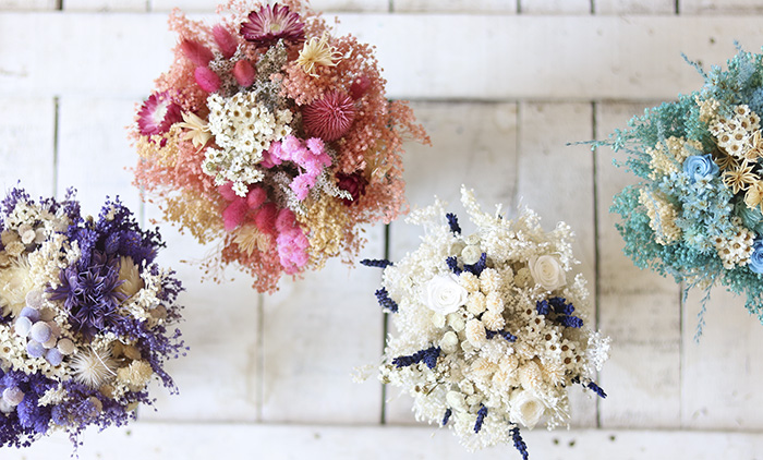 ramos de flores preservadas y secas