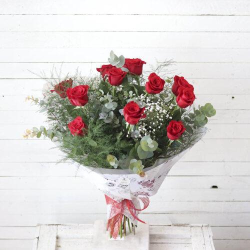 ramo de doce rosas