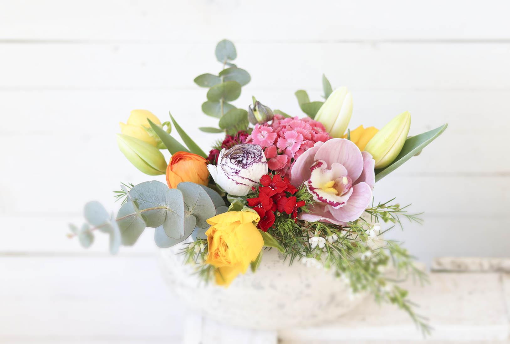 Cómo cuidar un centro de flores naturales