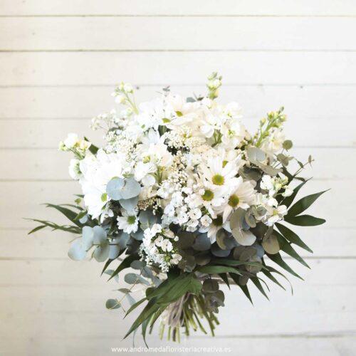 bouquet de flores blancas