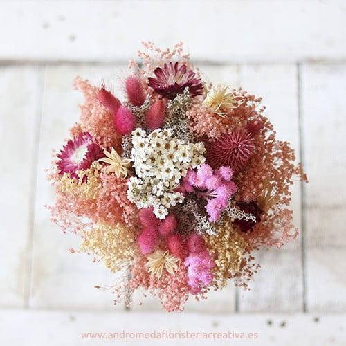 Coral. Ramo nupcial de flores secas