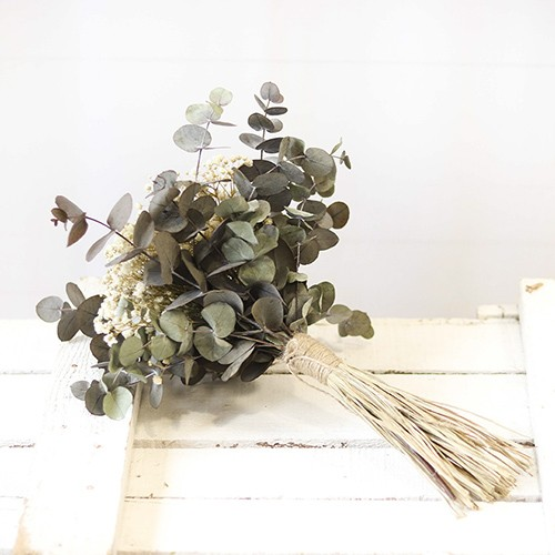 ramo de paniculata y eucalipto